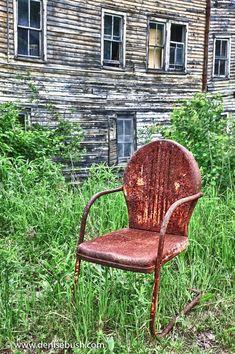 A 'farm fresh' 1950's Shott vintage metal lawn chair made in Cincinnati.