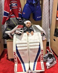 Carey Price's Daughter- she is so cute. I need a hockey baby Blackhawks Hockey, Hockey Goalie, Hockey Players, Chicago Blackhawks, Hockey Memes, Hockey Quotes, Funny Hockey, Hockey Baby, Field Hockey