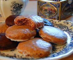 En Alemania, estas galletas son una institución desde hace casi un siglo, de hecho tienen denominación de origen. Su particular sabor de las lebkuchen se l
