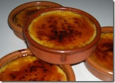 Creme Catalan recipe is a delicious catalan food recipe which can be enjoyed all year round. Desserts Espagnols, Cocktail Desserts, Dessert Recipes, Creme Brulee, Flan, Food Design, My Favorite Food, Italian Recipes, Sweet Recipes
