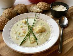 Hjemmelaget blomkålsuppe – Henriettes matblogg Frisk, Cheeseburger Chowder, Risotto, Soup, Plates, Ethnic Recipes, Plate, Griddles, Soups