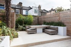 House in London designed by architect Marina Breves Garden Seating, Outdoor Seating, Outdoor Spaces, Outdoor Living, Outdoor Decor, Creative Landscape, Landscape Design, Garden Design, Cozy Patio