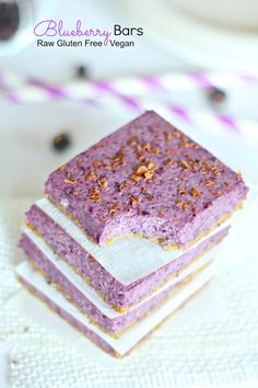 Naturally gluten free blueberry bars (raw) using real blueberries. This vegan treat is also raw and no bake and uses real oats!