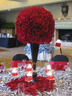 Red and Black Wedding Centerpieces Black Red Wedding, Red Wedding Flowers, Rose Wedding, Dream Wedding, Wedding Summer, Garden Wedding, White Rose Centerpieces, Wedding Centerpieces, Crown Centerpiece