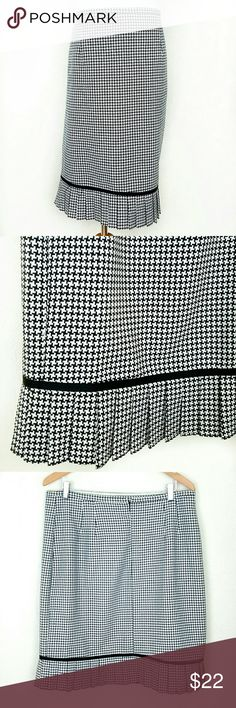 Houndstooth Print Skirt Houndstooth Print Skirt. Back zip. Unlined. Pleated hem. EUC  Waist 17.5 (flat) Length 23.5  No Trade or PP Bundle discounts Offers Considered Danielle B Skirts