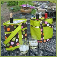 This wine tote sewing pattern by Wives of Whitewood is free to download and print.  This wine bag is the perfect hostess gift for the wine lovers in your life.  These wine totes feature a padded di…