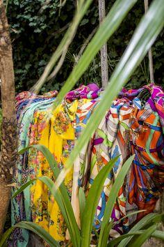 """""""El embustero es un almacén de promesas y de excusas."""" Proverbio persa. www.julunggul.com Moda y complementos de seda Silk accessories and fashion. Made in Spain #julunggul_"""