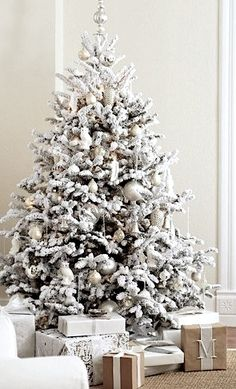 White Christmas Tree Decorations Ideas Christmas is such a gorgeous season of all smiles and beauty around. When Christmas is around the corner, people usually have a lot of an excitement and enthu… White Christmas Tree Decorations, Beautiful Christmas Trees, Frosted Christmas Tree, Christmas Tree Ideas 2018, Flocked Christmas Trees Decorated, Christmas Tree With Presents, Flocked Trees, Luxury Christmas Tree, White Christmas Trees