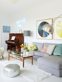 colorful happy living and dining room open space - Madeleine and Jeremy Grummet and Family from The Design Files My Living Room, Home And Living, Living Room Decor, Living Spaces, Dining Room, Decoration Inspiration, Decoration Design, Interior Inspiration, Design Salon