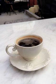 Coffee Date, Coffee Break, Morning Coffee, My Coffee, Coffee Spoon, Coffee Cups, Tea Cups, Barista, Chocolate Caliente