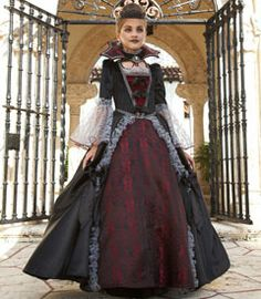 Scary costumes for girls; check out this frightening collection of costumes that girls can wear this Halloween, from Chasing Fireflies. Scary Girl Costumes, Halloween Costumes For Girls, Halloween Stuff, Gothic Halloween, Halloween 2015, Diy Costumes, Halloween Makeup, Halloween Crafts, Halloween Ideas