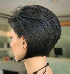 Bob Frisuren 2019 - Inverted+Bob+For+Brunettes Inverted Bob Hairstyles, Short Layered Haircuts, Short Hairstyles For Thick Hair, Short Hair With Layers, Short Hair Cuts For Women, Layered Hairstyles, Pixie Haircuts, Medium Hairstyles, Curly Hairstyles