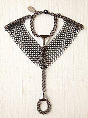 Slave bracelet Diy Jewelry, Jewelry Box, Rings N Things, Hand Wrist, Slave Bracelet, Necklace Box, Body Jewellery, Bold Fashion, Chainmaille