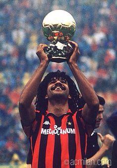Ruud GULLIT (1987-1993 & 1994) ballon d'or 1987 Milan Football, Football Icon, Football Is Life, Football Wall, Ruud Gullit, Good Soccer Players, Best Football Players, Soccer Teams, Ac Milan Kit