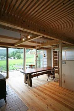 ひなたぼっこ: 尾日向辰文建築設計事務所が手掛けたリビングです。