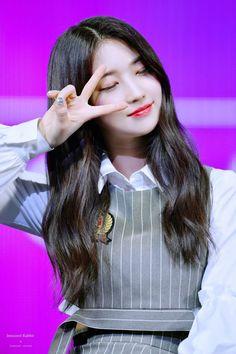 everglow sihyeon & everglow - everglow aisha - everglow yiren - everglow onda - everglow sihyeon - everglow e:u - everglow mia - everglow dun dun Kpop Girl Groups, Korean Girl Groups, Kpop Girls, Gfriend Sowon, Yuehua Entertainment, Ulzzang Girl, New Girl, K Idols, Mamamoo