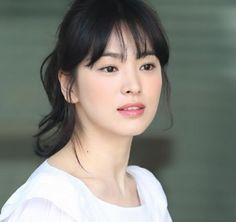 Song Hye Kyo Hairstyles With Bangs, Girl Hairstyles, Korean Beauty Standards, Korean Girl, Asian Girl, Straight Eyebrows, Song Hye Kyo, Beautiful Asian Women, Korean Actresses