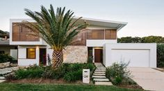 Byron Bay Beach Home is a residential project completed by Davis Architects. The home is located in Byron Bay, Australia Indoor Outdoor, Outdoor Living, Outdoor Areas, Beachfront House, Beachfront Property, Australian Homes, Facade House, House Facades, Townhouse