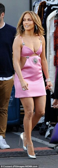Jennifer Lopez pretty in pink #hothighheelssexyoutfits