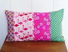Housse de coussin tissu patchwork 30 x 50 cm n°1 tissu Flamands roses, fleurs fluos ... : Textiles et tapis par zig-et-zag