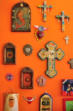 Mexican decor: Variety of Mexican Folkloric Wall Décor Mexican Kitchen Decor, Mexican Home Decor, Mexican Kitchens, Kitchen Decor Themes, Mexican Folk Art, Mexican Style Homes, Mexican Decorations, Mexican Bedroom Decor, Mexican Hacienda Decor