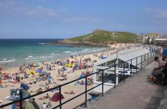 Blue Flag Beach situated in next to Tate St Ives, great for both swimming and surfing. A seasonal dog ban operates on this beach. Tate St Ives, Relaxing Things To Do, West Cornwall, Seaside Towns, Lifeguard, Surfing, Swimming, Beach, Water