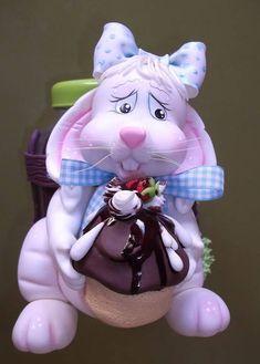 Pote com coelho, confeccionado em biscuit <br>Capacidade do pote 1,5 Lts