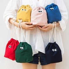 Som Som stitching drawstring pouch by Livework. The Som Som pouch also features a string for you to tie the pouch securely to keep your belongings safe and secure. Moda Streetwear, Sewing Crafts, Sewing Projects, Korean Products, Diy Couture, Drawstring Pouch, Baby Kind, Tote Bag, Stitch