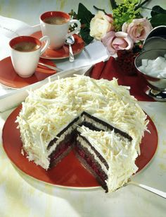 Unser beliebtes Rezept für Weiße Schoko-Kirsch-Torte und mehr als 55.000 weitere kostenlose Rezepte auf LECKER.de.