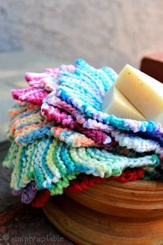 Almost Lost Washcloth Knitting Pattern - knit in garter stitch short rows to make a star shape. #knitting #dishcloth