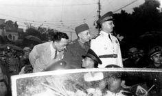 General Mascarenhas de Morais (ao centro de pé) no retorno ao Brasil participa das comemorações pelas vitórias da FEB, 1945. Recife (PE). (CPDOC/ EL foto 011/5)