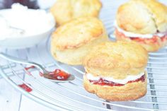 Jamie Oliver Scones, Dominican Food, Dominican Recipes, Dutch Recipes, Sweets Cake, Brunch, Tasty, Favorite Recipes, Baking