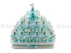Torta bomboniera piramide 32 plexiglass con coniglietti #tortapiramide #coniglietti #bomboniere #bambino #plexiglass #nascita #battesimo