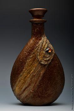 Pin by Lebis Akdeniz on Şişe Wine Bottle Art, Painted Wine Bottles, Diy Bottle, Bottle Vase, Wine Bottle Crafts, Bottles And Jars, Glass Bottles, Decorated Bottles, Bottle Lamps