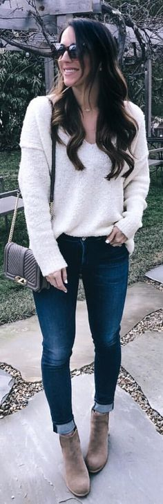 #winter #outfits white v-neck sweater. Pic by @besshcarter.