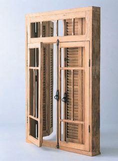 Este modelo de demolição (1,59 x 1,08 m) é feito de pinho-de-riga e traz as ferragens originais. Na Porte Du Temps.