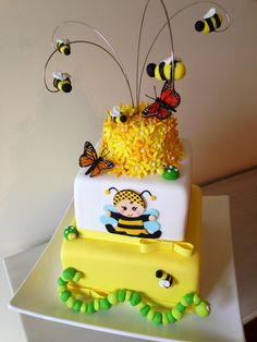 Baby shower bumble bee cake!
