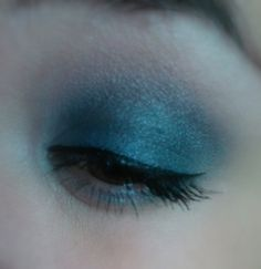blue overload eyeshadow makeup look
