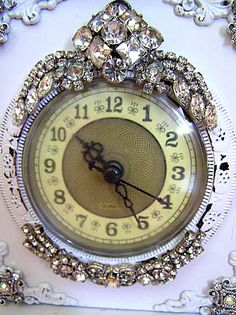 Great idea - take apart old jewelry - glue pieces to a clock