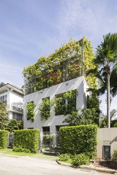 Verdant home in Vietnam is a walk in the park - Stepping Park House green facade Open Architecture, Green House Design, Green Facade, Park Homes, Facade House, Green Building, House Building, Interior Exterior, Architect Design
