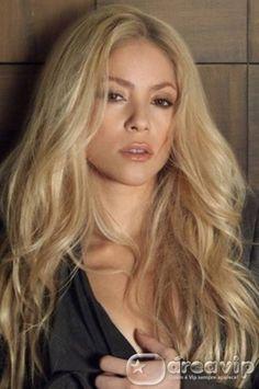 Shakira está sendo chantageada por ex-funcionário que ameaça expor sua…