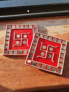 Diwali Decoration Items, Thali Decoration Ideas, Diwali Decorations At Home, Diy Crafts For Home Decor, Creative Crafts, Handmade Crafts, Rock Crafts, Clay Crafts, Diwali Craft For Children