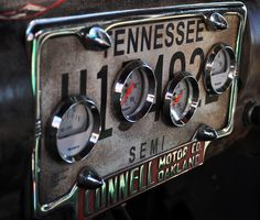 awesome idea for a gauge cluster. Use my old vet plates.