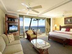 Beautiful Oceanfront 1BD at the Mana... - HomeAway Kihei