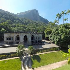 Rio De Janeiro - Parque Lage 360 panorama and tour guide  Parque Lage is a public park in the city of Rio de Janeiro, located in the Jardim Botânico neighborhood at the foot of the Corcovado.  Panorama Source http://360stories.com/rio/place/parque-lage