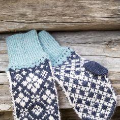 DG418-04 Svalbard lue og votter beige   Dale Garn Fingerless Gloves, Arm Warmers, Beige, Threading, Fingerless Mitts, Fingerless Mittens, Ash Beige