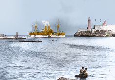USS Maine entering Havana Harbor, Cuba,where the ship would explode three weeks later, 1898 The Spanish American War, American History, American Presidents, Treaty Of Paris, Us Battleships, Colorized Photos, Navy Ships, Model Ships, Military History
