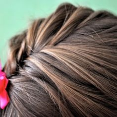Fake a french braid with this fishtail french braid.  Lovely as is or paired with a lovely bun. Sweet + romantic.