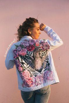 Painted jacket by Customised Denim Jacket, Painted Denim Jacket, Painted Jeans, Painted Clothes, Hand Painted, Custom Clothes, Diy Clothes, Clothes For Women, Custom Clothing Design