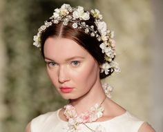 Bridal Fashion Week: flores despontam como tendência para as noivas